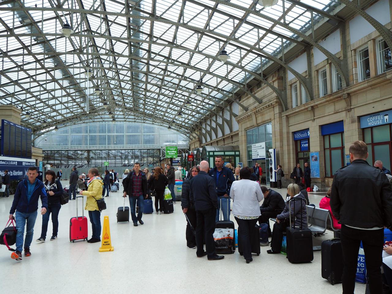 in de ontvangsthal van Aberdeen Station
