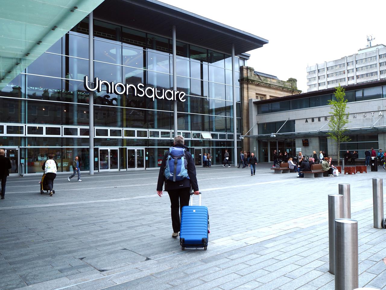 het Aberdeen bus- en treinstation met overdekt winkelcentrum