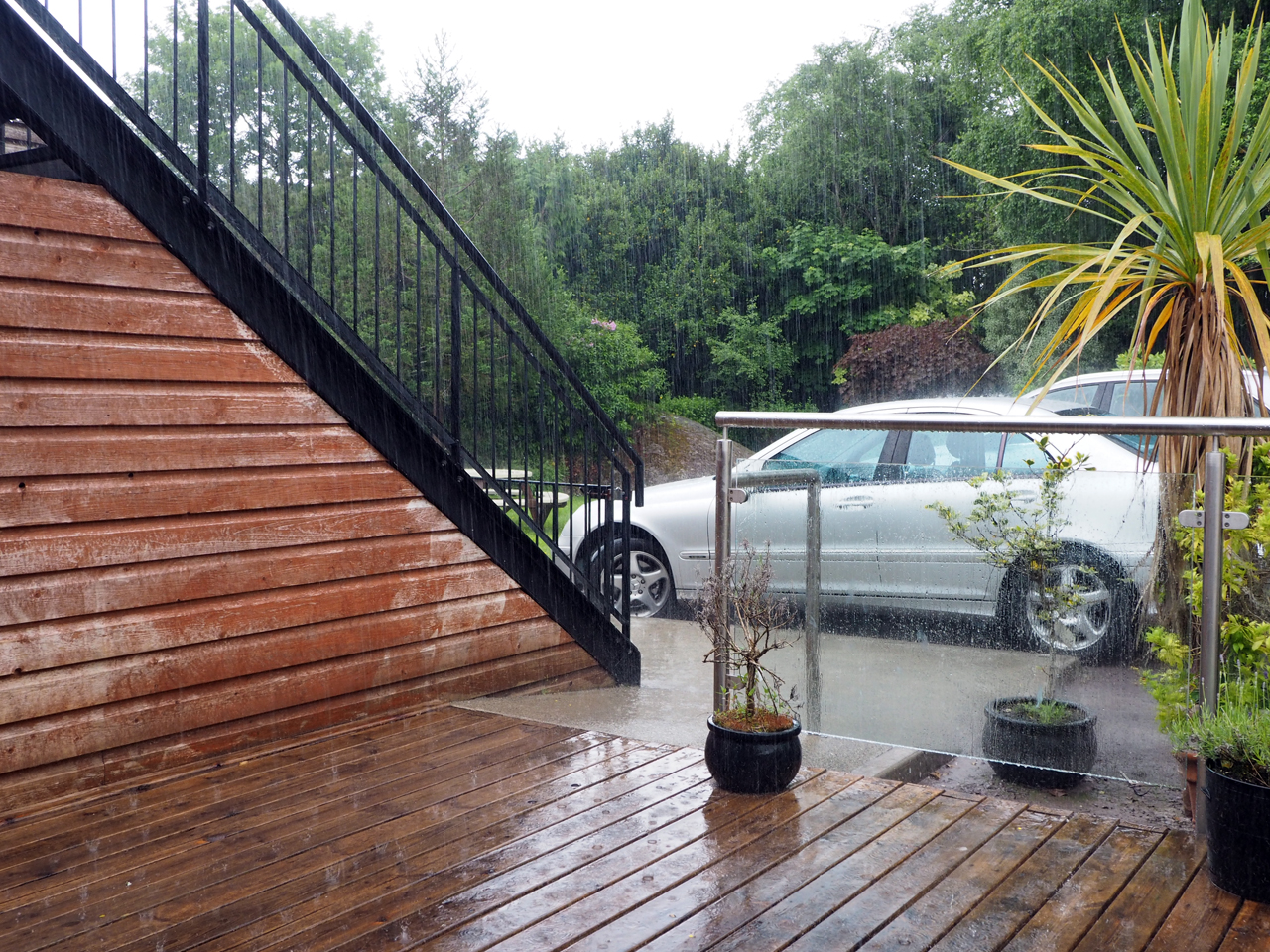 Even inschuiven, het regent pijpenstelen