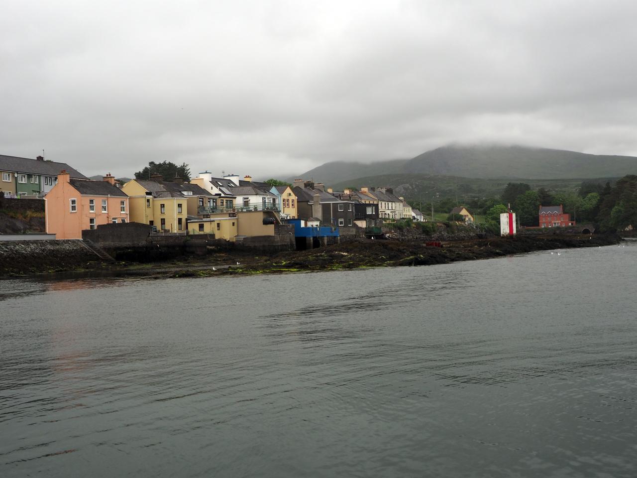 Castletownbere in een grauwe sluier
