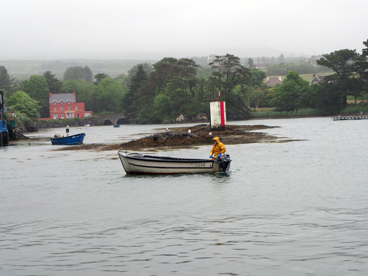 we lopen de haven van Castletownbere binnen