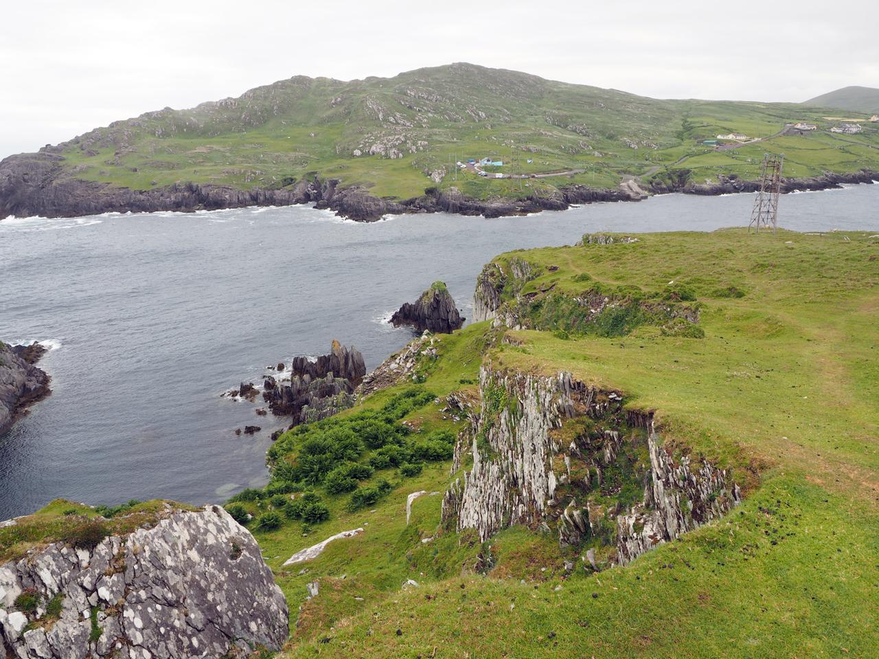 mooie rotskust van het eiland