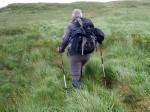 een pad zoeken door de nattigeheid bij Lough Fada