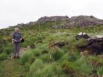 naar de zadel tussen de Drung Hill en Keecragh Mountain