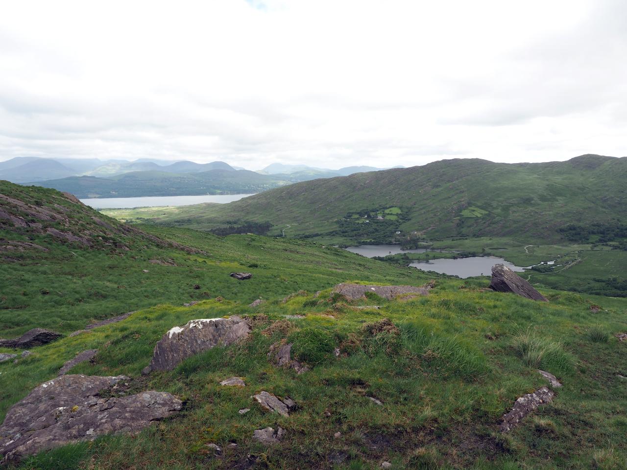 over de bergkam van de Knockagarrane