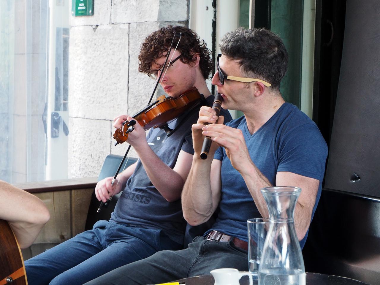 top muzikanten op het terras